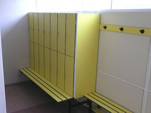 LOCKERS 2 - TWO TIER WITH INTEGRATED BENCH