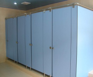 TOILET CUBICLE 2 - FLOOR ANCORED OVERHEAD HUNG